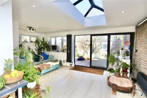 3 bedroom flat for sale - Wolverton Road, Bournemouth, BH7