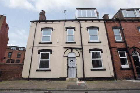 4 bedroom terraced house for sale - Whingate Grove, Leeds