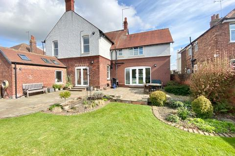 5 bedroom detached house for sale - St Johns Road, Driffield