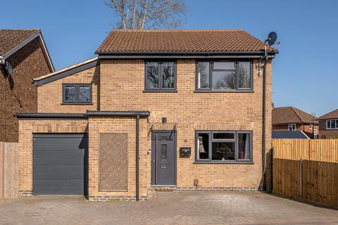 4 bedroom detached house for sale - Bolters Road, Horley, RH6