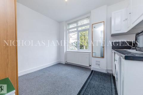 Studio to rent - Lascotts Road, Palmers Green, London, N22 8JN