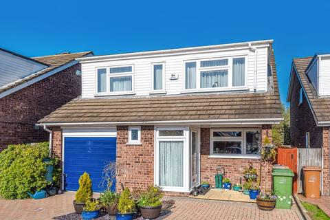 4 bedroom detached house for sale - Knolls Close, Worcester Park