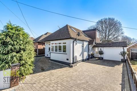 4 bedroom chalet for sale - Betterton Road, Rainham, RM13
