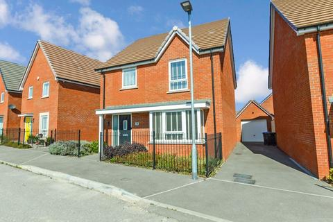 4 bedroom detached house for sale - Robinson Grove, Salisbury                                                        * VIDEO TOUR *