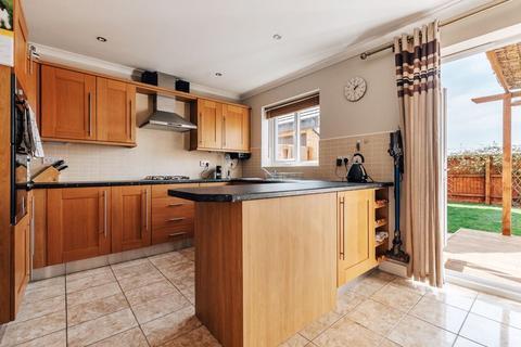 4 bedroom detached house for sale - Bayleaf Avenue, Hampton, Peterborough, PE7 8NT