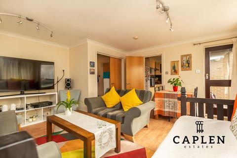 2 bedroom apartment to rent - Horseshoe Close, London