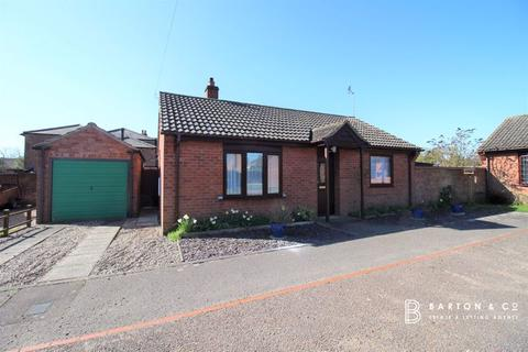 2 bedroom detached bungalow for sale - Hall Close, Hemsby, Great Yarmouth