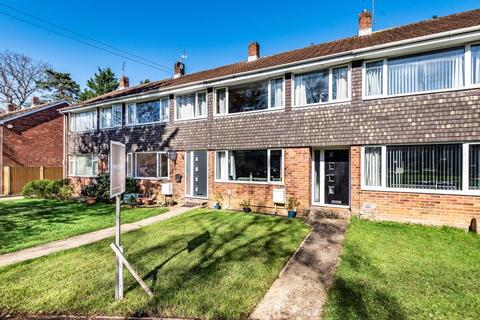 3 bedroom terraced house for sale - Whitebeam Way, North Baddesley, Hampshire