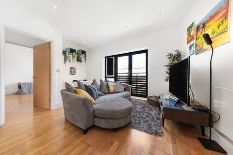 2 bedroom flat for sale - Horseshoe Mews, SW2