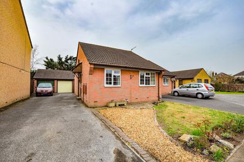 2 bedroom bungalow for sale - Ashburton Gardens, Bournemouth, BH10