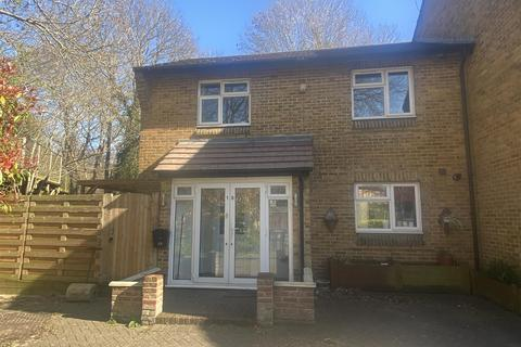 4 bedroom end of terrace house to rent - Adair Close, London