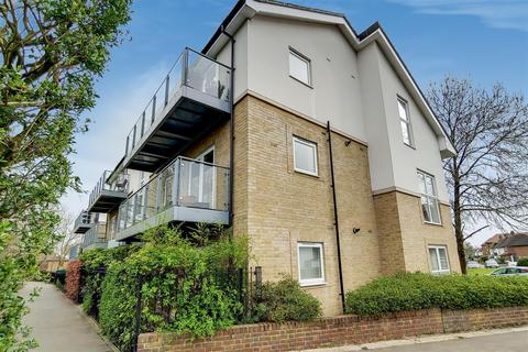 3 bedroom flat for sale - Larchwood Court, Winchmore Hill