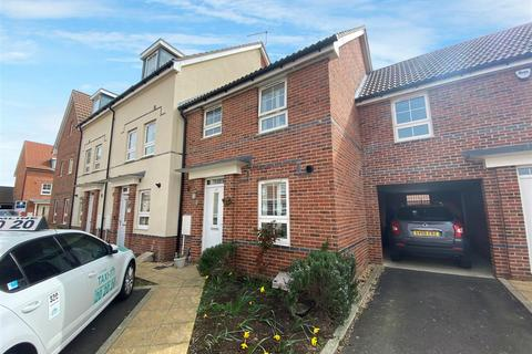 3 bedroom house for sale - Quicksilver Street, Worthing
