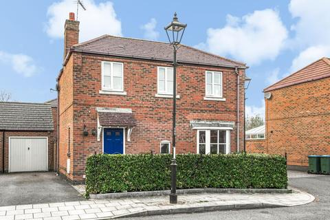 3 bedroom detached house for sale - Prestwold Way,  Fairford Leys,  HP19
