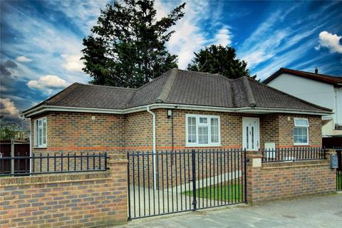1 bedroom detached bungalow for sale - Longford Ave Stanwell, Staines Upon Thames, TW19