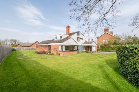 6 bedroom detached house for sale - Northampton Road, Rushden