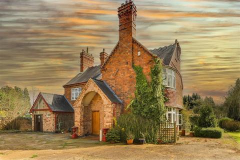 5 bedroom detached house for sale - Nottingham Road, Burton Joyce, Nottinghamshire, NG14 5AQ