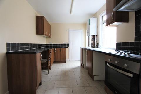 4 bedroom house to rent - Hertford Road, London, N9