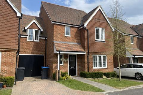 4 bedroom link detached house to rent - Ryeland Road, Burgess Hill RH15