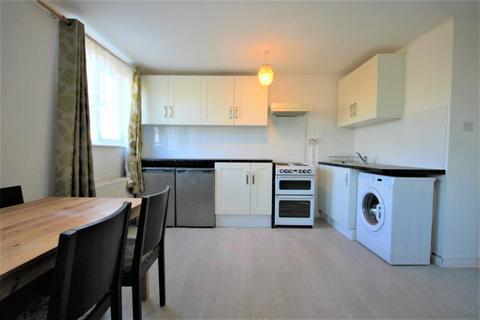 1 bedroom flat to rent - Top Floor Flat Fruen Road, Feltham, TW14