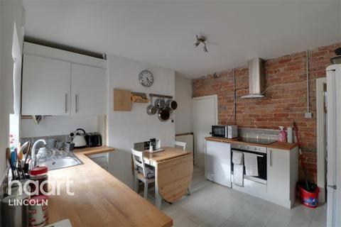 3 bedroom end of terrace house to rent - Commercial Road
