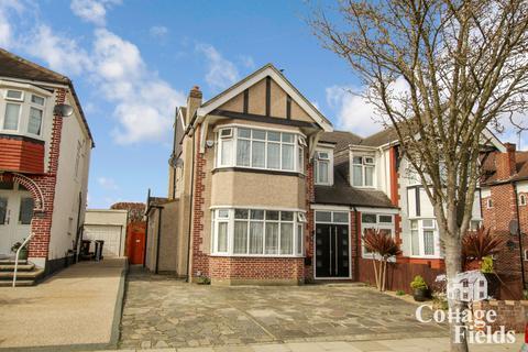 4 bedroom semi-detached house for sale - Link Side, Enfield Chase, EN2 - Stunning Four Bedroom Semi Detached