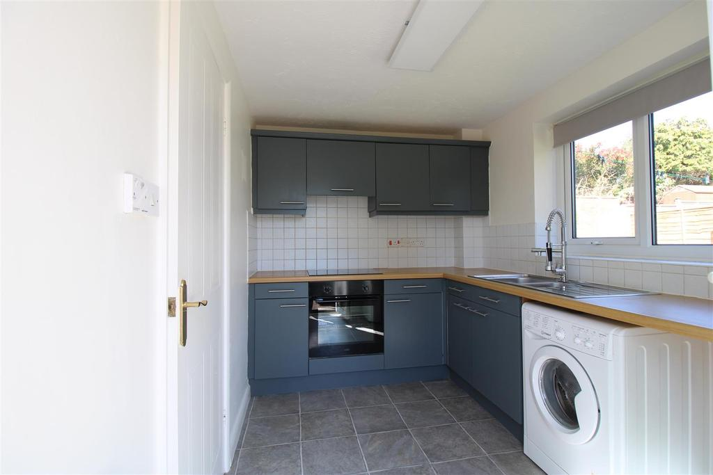 2 Easedale Close kitchen 2021.jpg