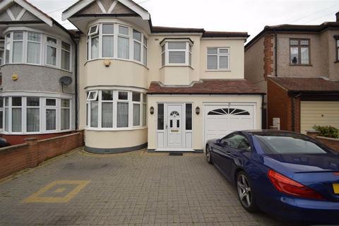5 bedroom end of terrace house for sale - Fowey Avenue, Redbridge, Essex, IG4