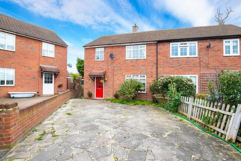 3 bedroom semi-detached house to rent - Roydon Close, Loughton