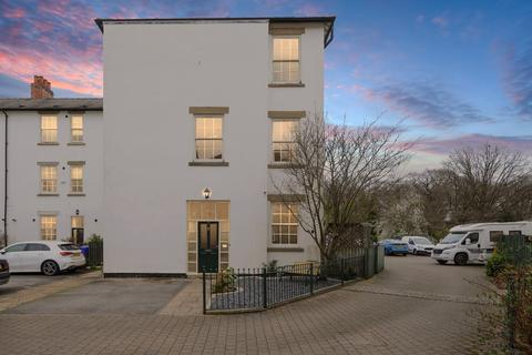 3 bedroom townhouse for sale - Woodmere Drive, Old Whittington
