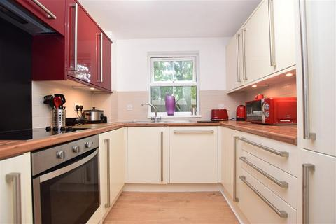 2 bedroom ground floor flat for sale - Pine Gardens, Horley, Surrey