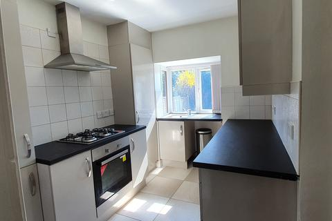3 bedroom semi-detached house for sale - Delph Road, Brierley Hill DY5
