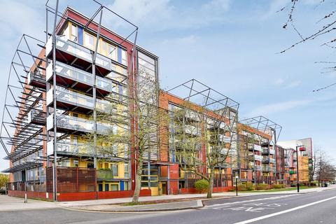 3 bedroom flat for sale - Becquerel Court, Greenwich SE10