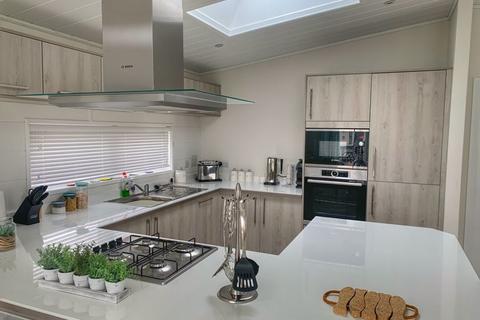 2 bedroom park home for sale - Hoburne Naish Holiday Park, Christchurch Road, New Milton