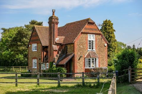 2 bedroom detached house for sale - Suffield Lane, Puttenham, Guildford, Surrey