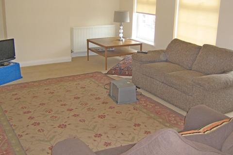 3 bedroom apartment to rent - Central Road, Worcester Park KT4