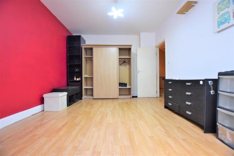 4 bedroom property to rent - Merten Road, Chadwell Heath, RM6