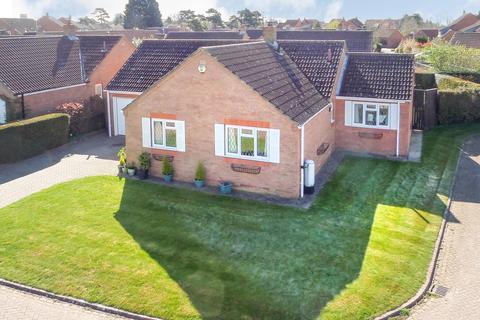 3 bedroom detached bungalow for sale - Wellington Close, Pocklington, York, YO42 2XJ