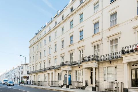 Studio to rent - Gloucester Terrace London W2