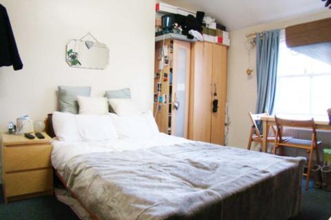 Studio to rent - Coningham Road, Shepherds Bush, W12 8BU