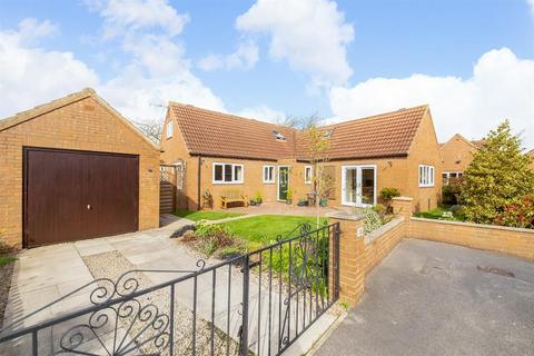 3 bedroom detached bungalow for sale - Bravener Court, Newton on Ouse, York, YO30 2DH