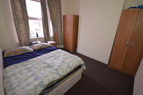 2 bedroom flat for sale - Barking Road, East Ham, London E6