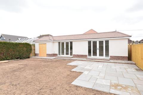 3 bedroom detached bungalow for sale - Eldon Avenue, Barton On Sea, New Milton