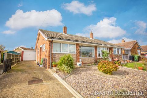 2 bedroom semi-detached bungalow for sale - Seafield Road North, Caister-on-sea