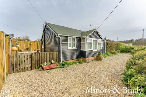 2 bedroom detached bungalow for sale - St Marys Road, Hemsby