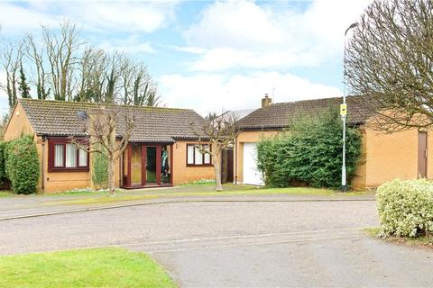 2 bedroom bungalow for sale - Strawberry Hill, Berrydale, Northampton, Northamptonshire, NN3
