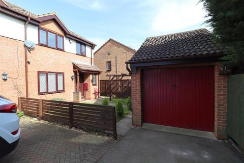 4 bedroom semi-detached house for sale - Launton Close, Barton Hills, Luton, Bedfordshire, LU3 4BF