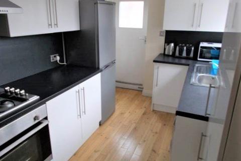 4 bedroom flat to rent - King John Street, Heaton, Newcastle upon Tyne