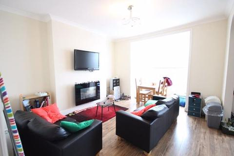 2 bedroom flat to rent - 2 Bed Flat £750pcm First Floor