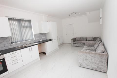 3 bedroom flat to rent - Warwick Road West, Luton